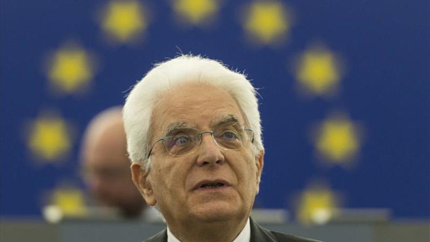 """Mattarella dice que Italia """"va mejorando"""" pero critica la corrupción"""