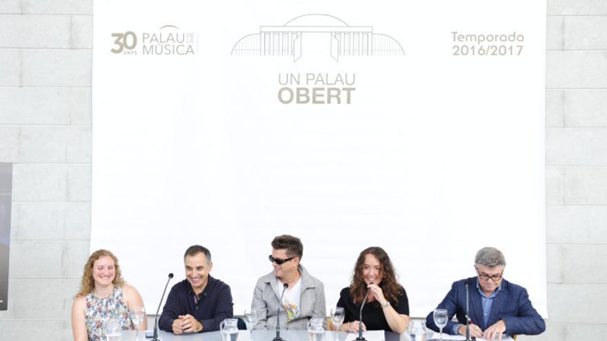 Glòria Tello (derecha) en la presentación del Palau Obert