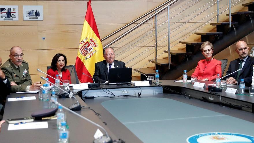 La exministra de Defensa, Margarita Robles, el exdirector general del CNI, Félix Sanz Roldán, y la nueva directora del CNI, Paz Esteban.