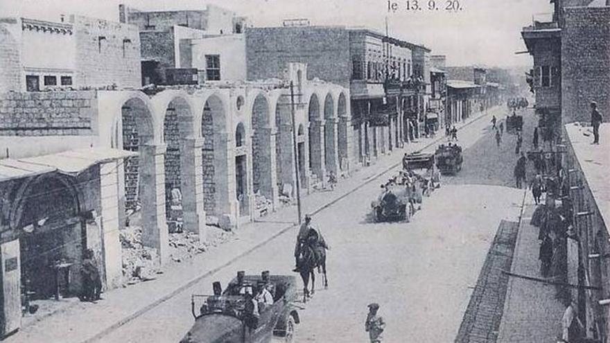 El general francés Gouraud desfilando por las calles de Alepo en 1920