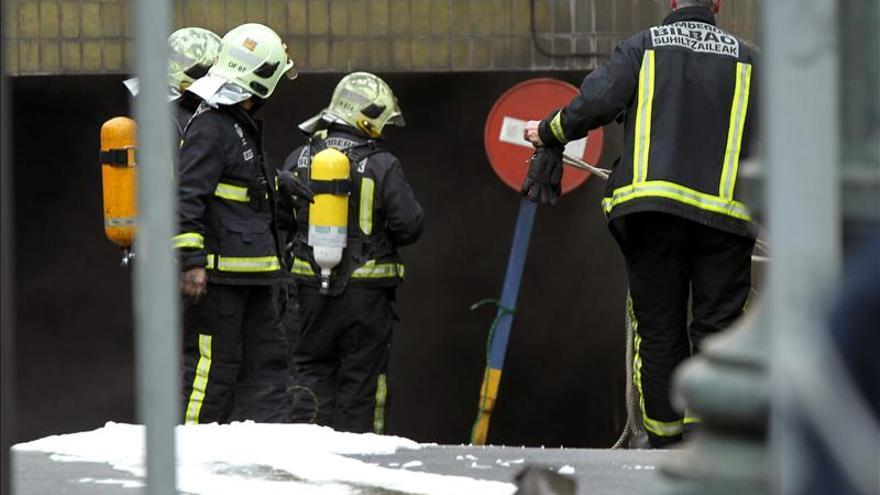 Desalojados los vecinos de tres viviendas en la localidad alavesa en Zuia por un incendio