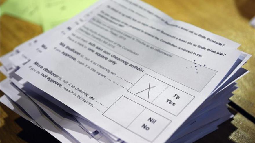 Papeleta del referéndum en Irlanda sobre la legalización del matrimonio homosexual. / Efe