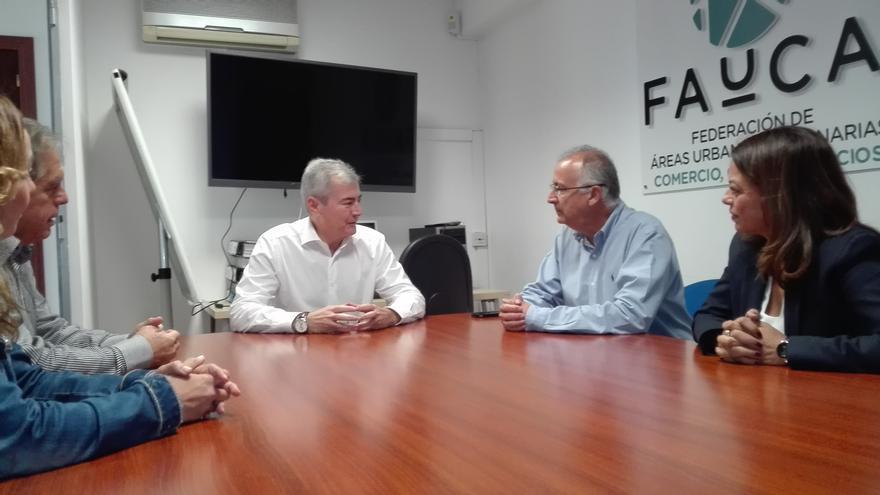 Francisco Hernández Spínola y Tamara Raya, reunidos con Fauca