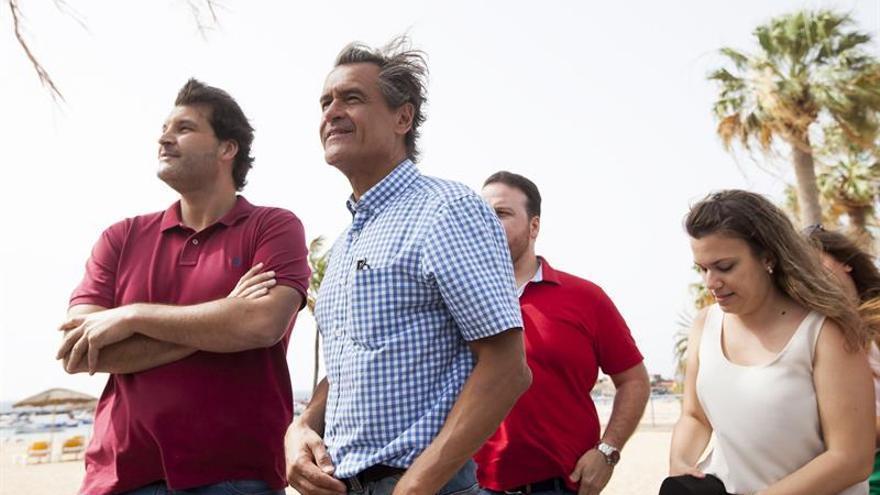 El eurodiputado socialista Juan Fernando López Aguilar (2i).