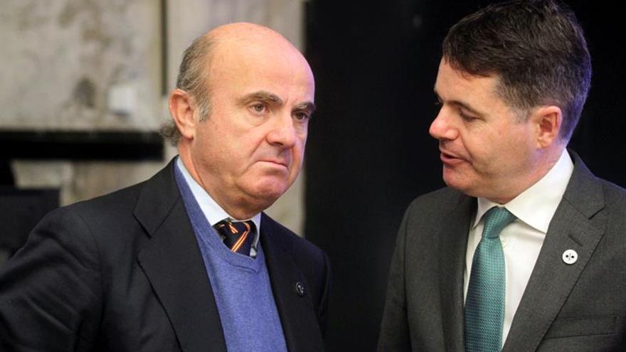 """Luis de Guindos insiste en el """"enorme"""" coste económico de las """"veleidades independentistas"""""""