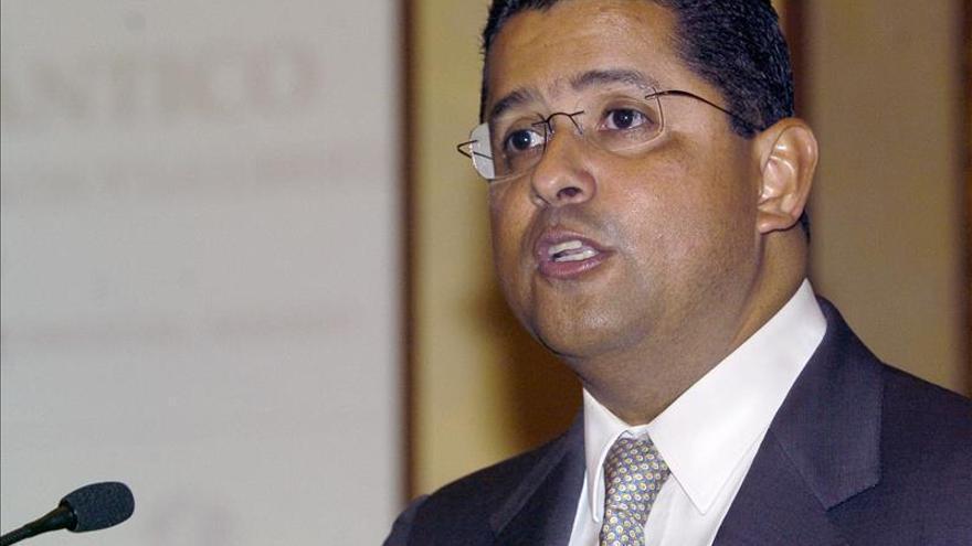 Piden a la Policía obligar al expresidente salvadoreño Flores a acudir ante el Parlamento