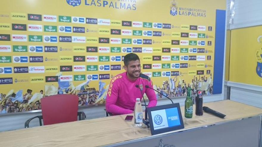 El jugador de la UD Las Palmas, Aythami Artiles, durante una rueda de prensa. (Twitter oficial UD Las Palmas).
