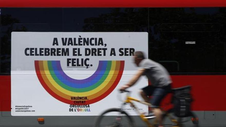 Autobús de la EMT para el Día del Orgullo Gay