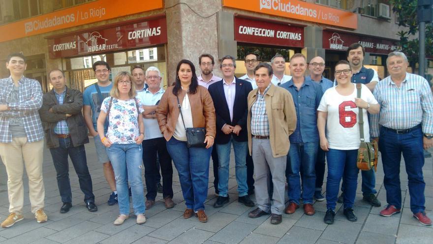 La delegada de La Rioja, Maria Luisa Alonso, en el centro, con las nuevas Juntas Directivas