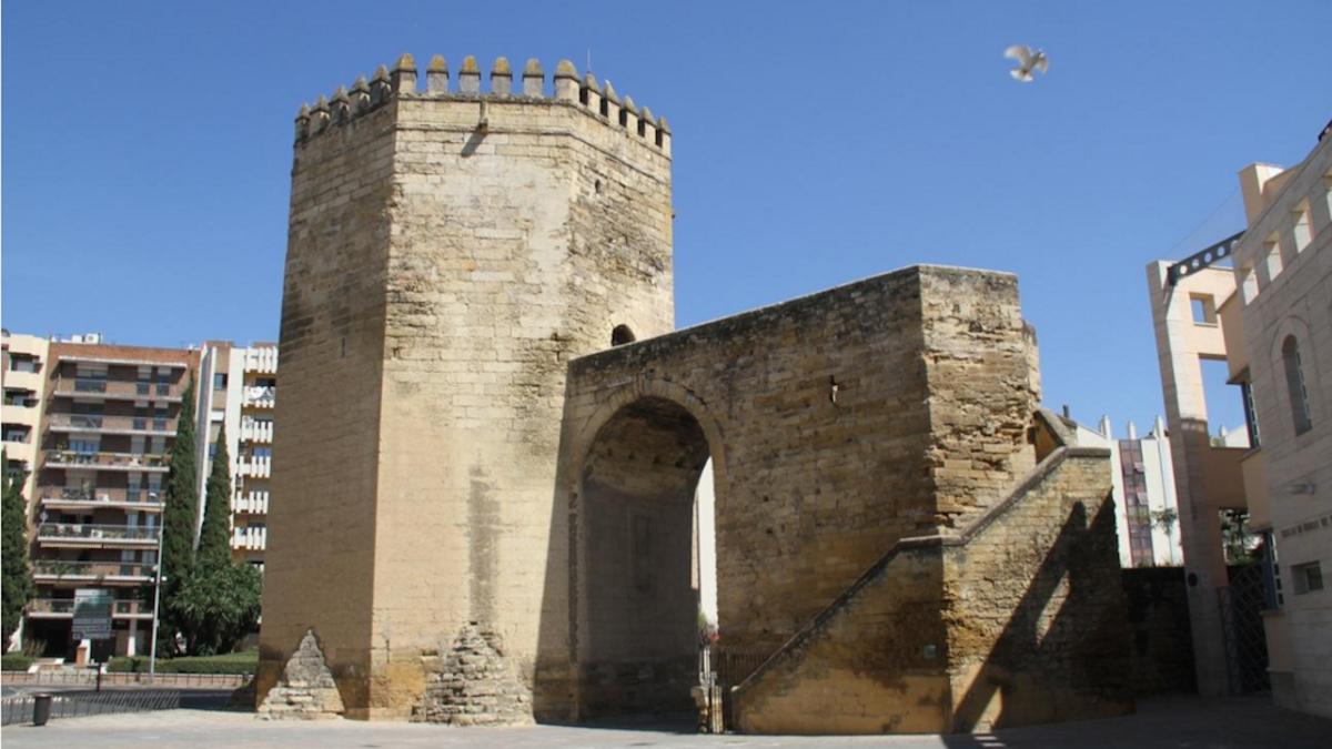 Vecinos de la Malmuerta piden obras de conservación en la torre para evitar desprendimientos