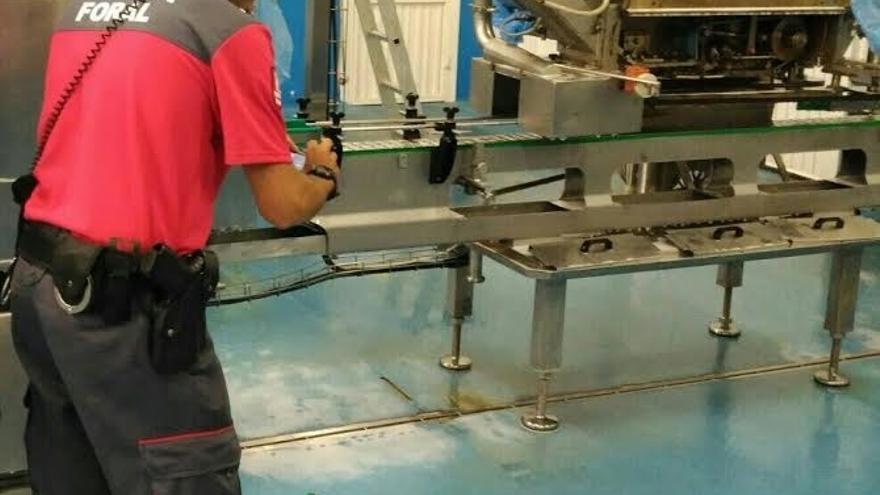 Herida una trabajadora al sufrir un accidente laboral en una conservera en Funes