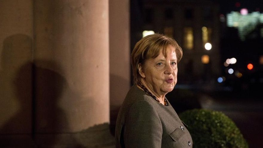 """Merkel reconoce """"diferencias"""" entre este y oeste de Alemania y promete ayudas"""
