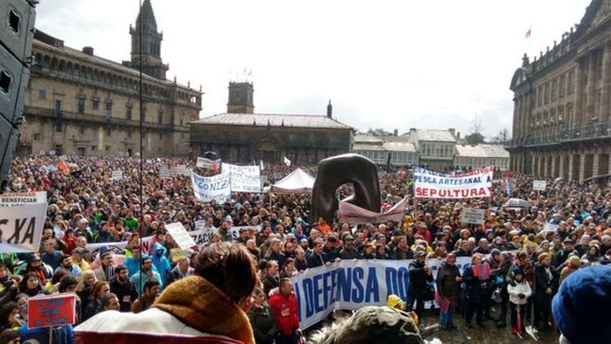 Final de la manifestación, en la Praza do Obradoiro