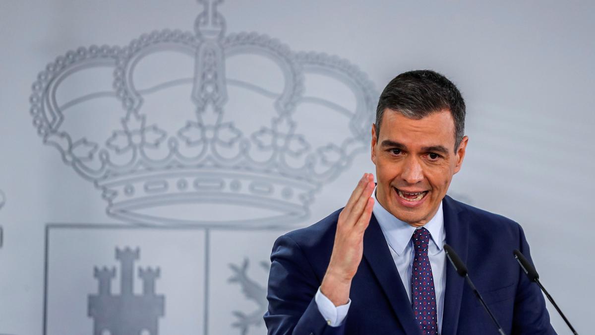 El presidente del Gobierno, Pedro Sánchez, en rueda de prensa tras la reunión del Consejo de Ministros, este martes en el Palacio de la Moncloa. EFE/ Emilio Naranjo