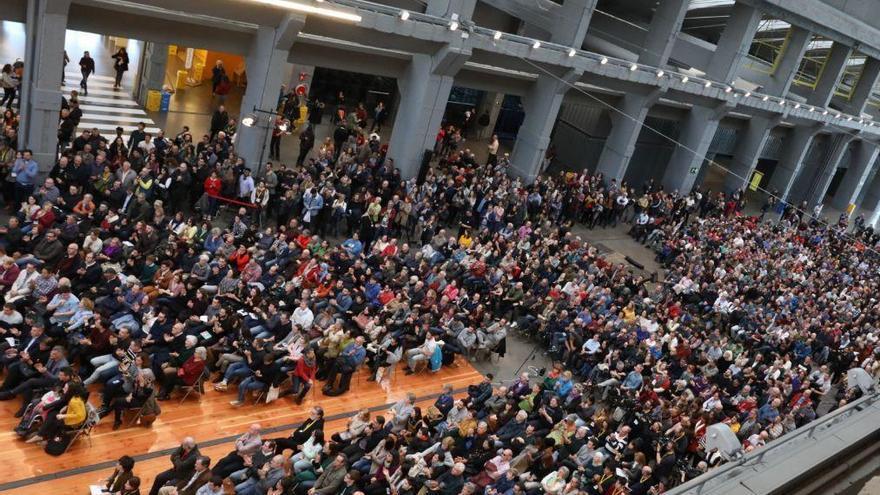 2.000 asistentes, según los organizadores, en el acto de Manuela Carmena e Íñigo Errejón en La Nave en Villaverte.
