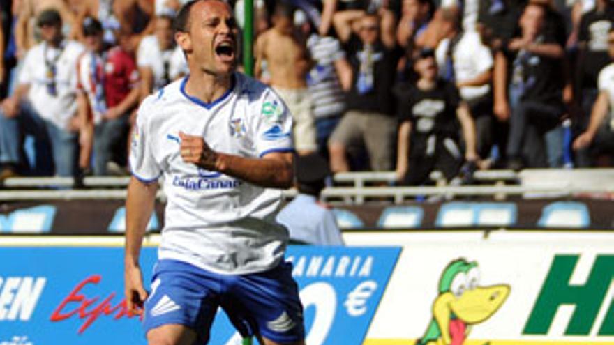 Nino volvió a marcar con el CD Tenerife. (ACFI PRESS)