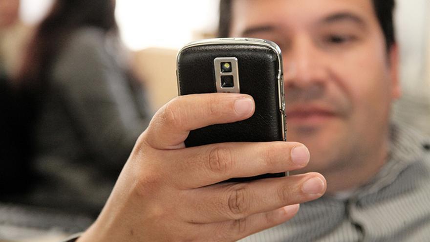 Pasar todo el día enganchado a la aplicación puede provocar sospechas en el otro miembro de la pareja