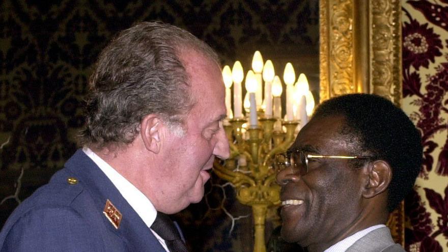 El rey de España y Teodoro Obiang, en 2001