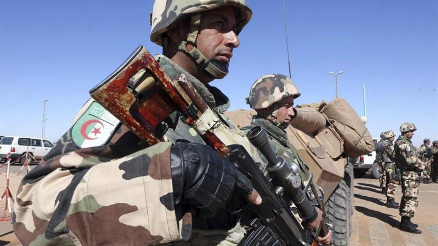 Argelia desplegó 60.000 soldados en la frontera para combatir el terrorismo