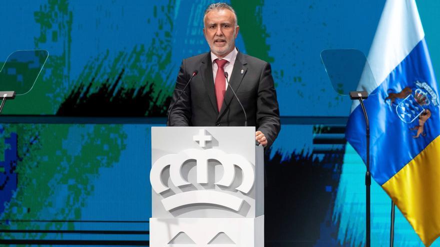 Entrega de los Premios Canarias y las Medallas de Oro en el Día de la comunidad