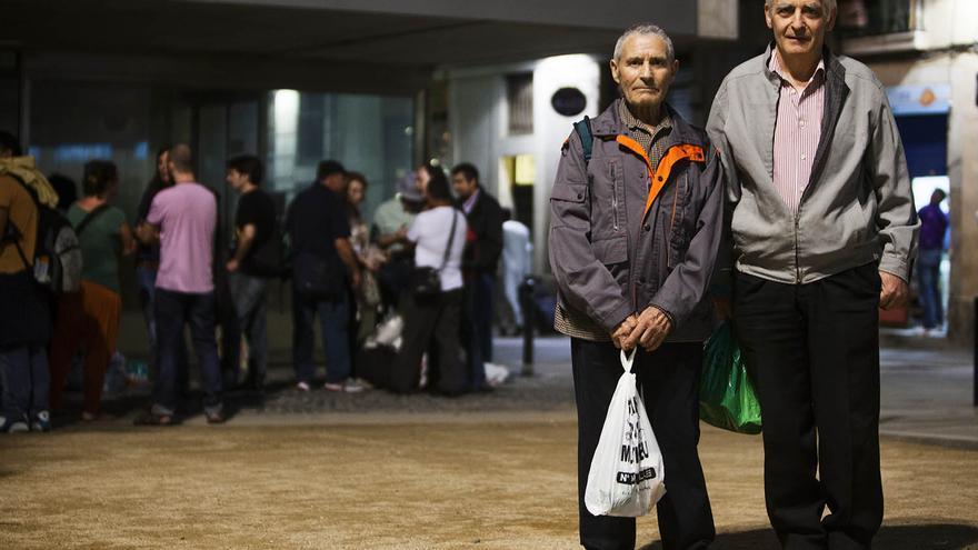 Pareja de ancianos beneficiarios de la solidaridad de organizaciones como BarcelonActua. (Carmen Secanella)