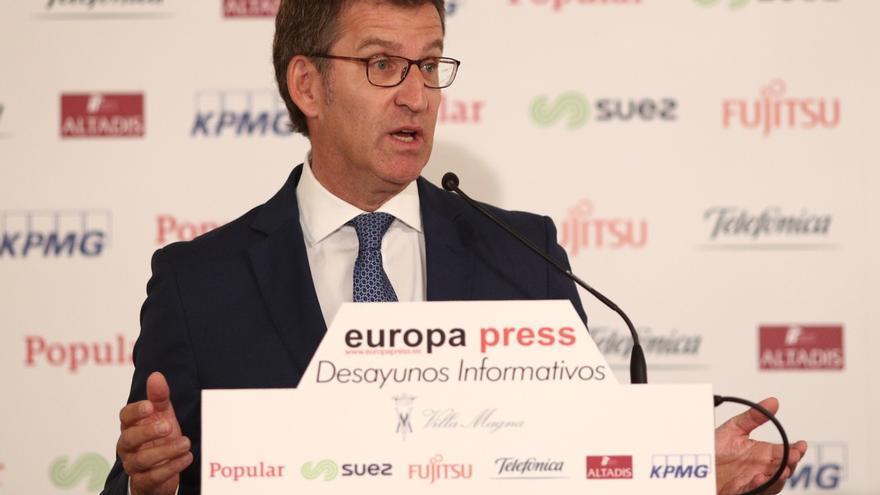 """Feijóo admite que el nombramiento de Soria es """"difícil de entender para mucha gente"""" pero cree que Guindos lo explicará"""
