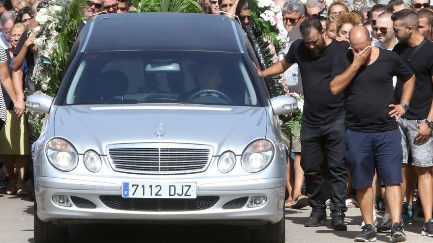 Multitudinario adiós en Dos Hermanas a la joven fallecida en un accidente en un ascensor del hospital de Valme
