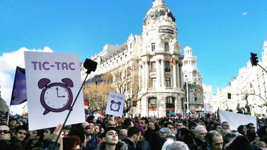 El lema del 'Tic,tac' domina la manifestación convocada por Podemos en Madrid. \ Aitor Riveiro