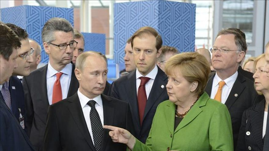 Merkel y Putin inauguran la feria de Hannover tras visitar un cementerio de víctimas del nazismo