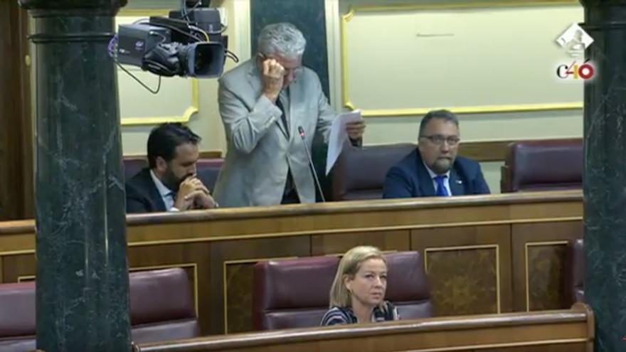 Los diputados canarios Ana Oramas y Pedro Quevedo durante el desarrollo de la pregunta del segundo al Gobierno de España sobre el descuento aéreo a los residentes canarios. Congreso de los Diputados
