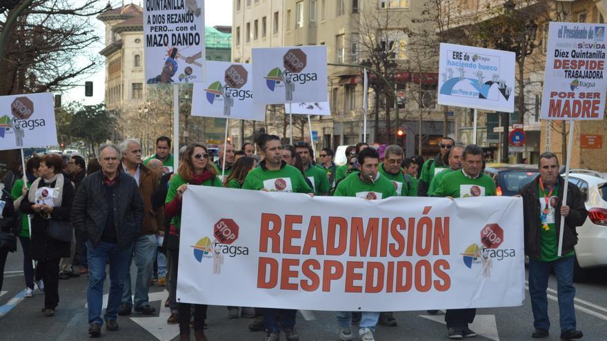 La plantilla de la empresa pública, durante la manifestación en Santander.
