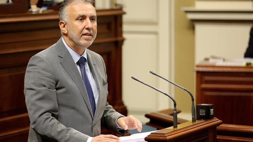 El candidato a la Presidencia del Gobierno de Canarias, el socialista Ángel Víctor Torres, durante su intervención en el pleno de investidura.