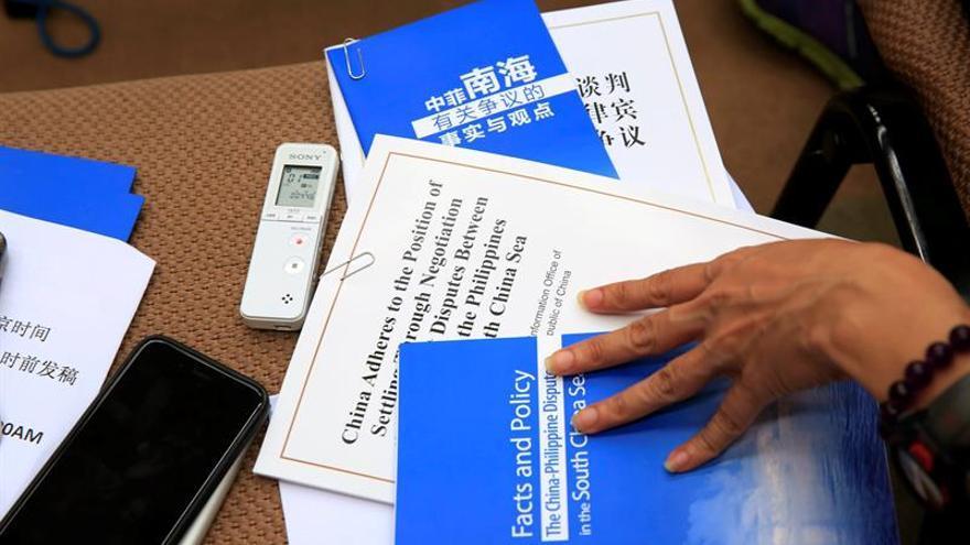 China reitera su oposición al fallo de corte de La Haya en un Libro Blanco