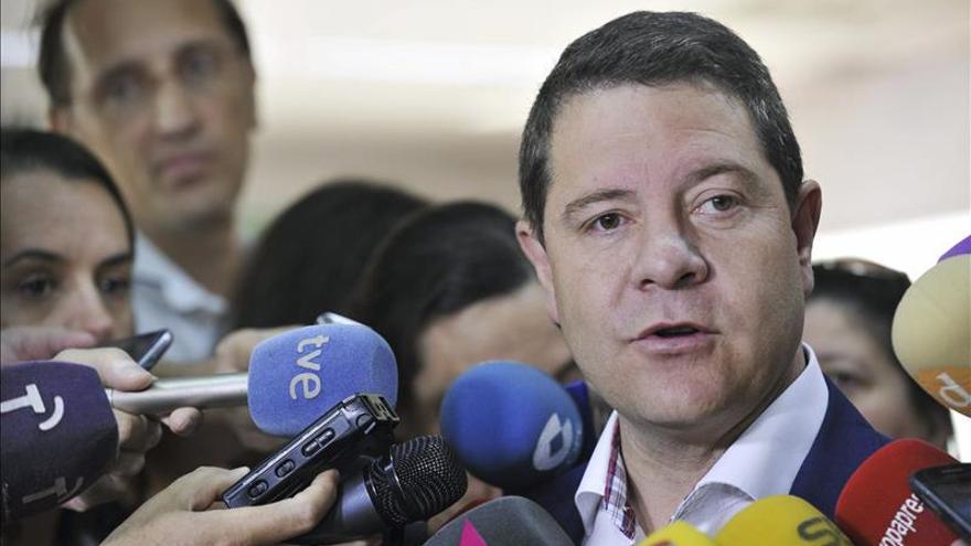 PSOE y Podemos alcanzan un acuerdo en Castilla-La Mancha para la investidura de García-Page