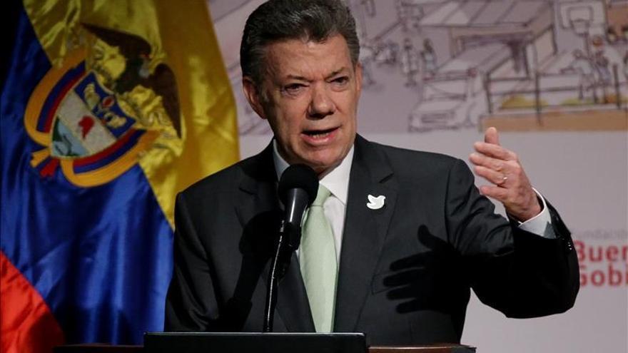 Santos expresa condena de Colombia a los atentados en París