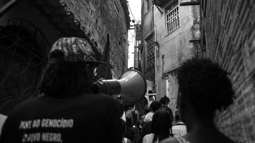 Manifestación celebrada en febrero de 2015 en Cabula, Salvador, Brasil, para protestar por la muerte de 12 jóvenes durante una operación policial en la zona © Rafael Bonifácio / Ponte Jornalismo