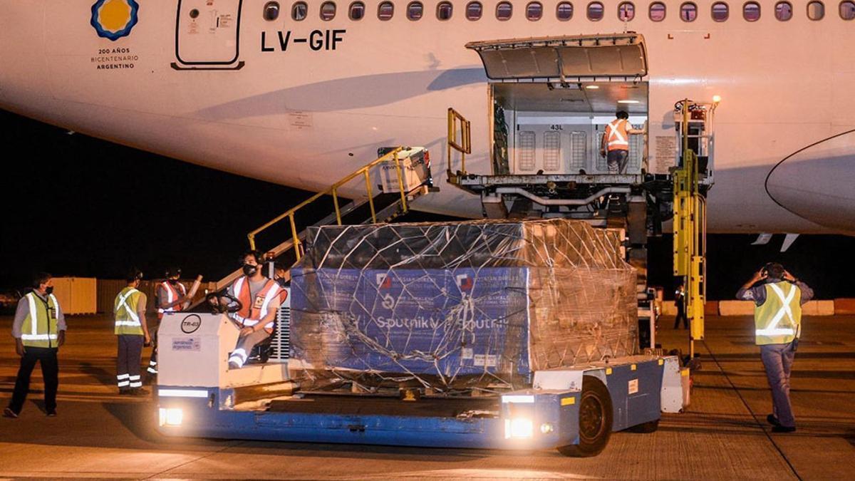 El vuelo de Aerolíneas que trajo otro cargamento de vacunas Sputnik.