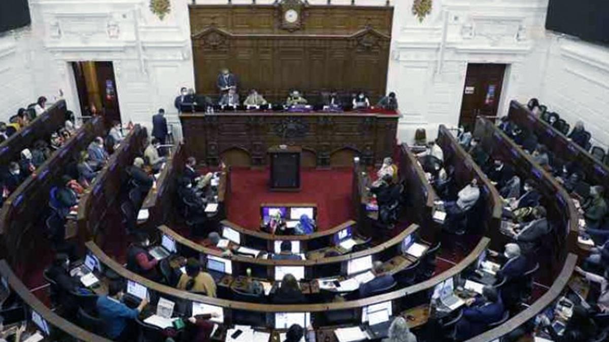 El primer escrutinio había determinado que el Althingi (parlamento) tendría mujeres en 33 de sus 63 bancas totales, pero el segundo conteo redujo a 30 escaños la participación de ese género.