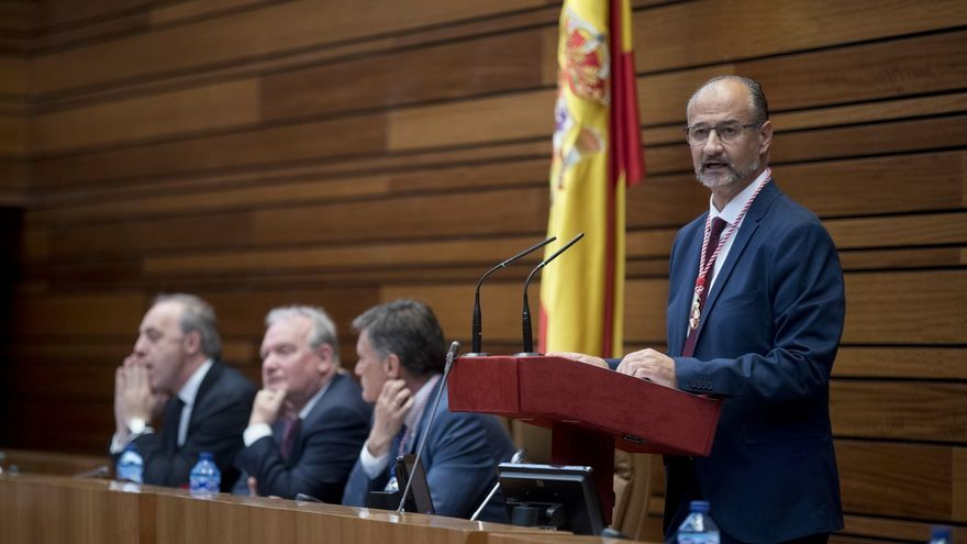 """Luis Fuentes (Cs) apela a """"un tiempo nuevo"""" y a un cambio de """"políticas y actitudes"""" para revertir la """"sangría"""" de CyL"""