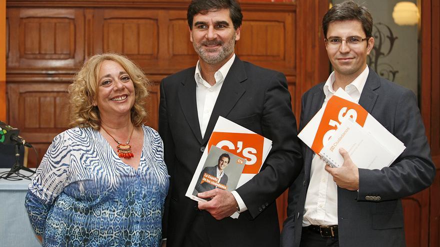 La candidata de Ciudadanos a la Alcaldía de Las Palmas de Gran Canaria, Beatriz Correas, el candidato al Cabildo de Gran Canaria, Eduardo González y el candidato al Ayuntamieto de Arucas,  Ruymán Santana
