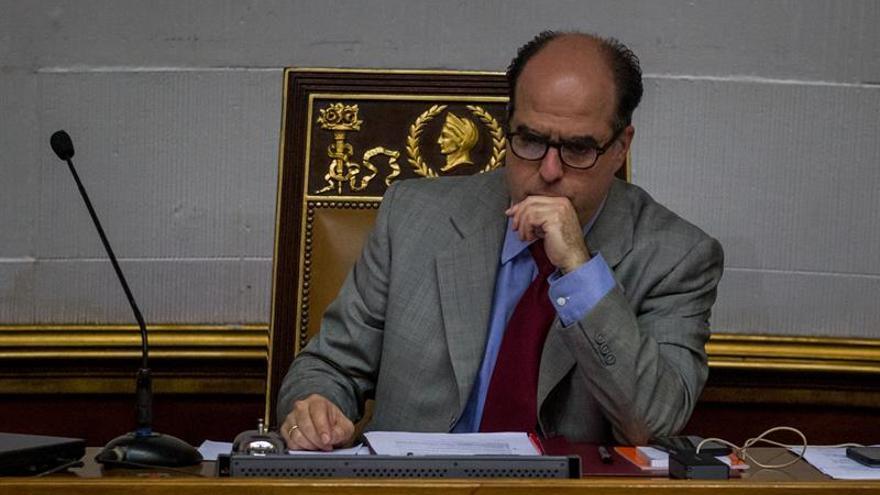El jefe del Parlamento acude al sitio de reclusión de un diputado para pedir su liberación