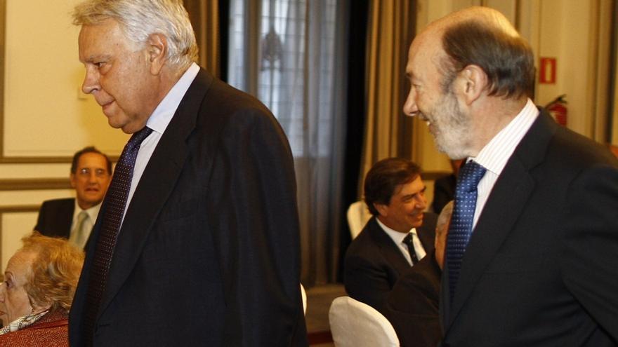 Rubalcaba subraya que Podemos y Ciudadanos sólo optan al tercer puesto