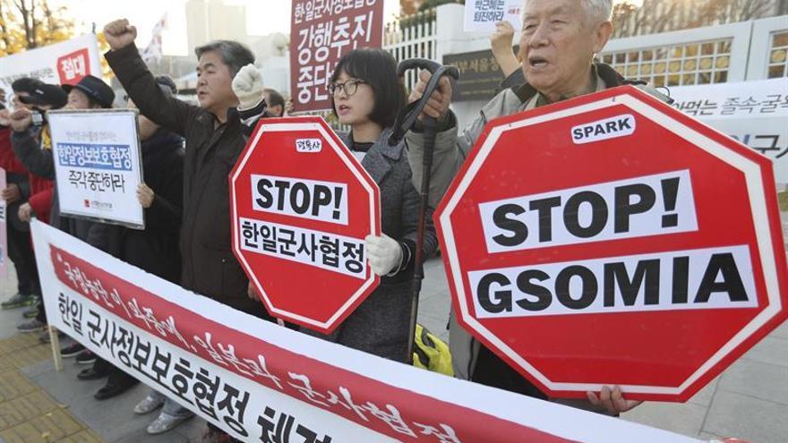 Seúl y Tokio firman pacto para compartir datos militares de Corea del Norte