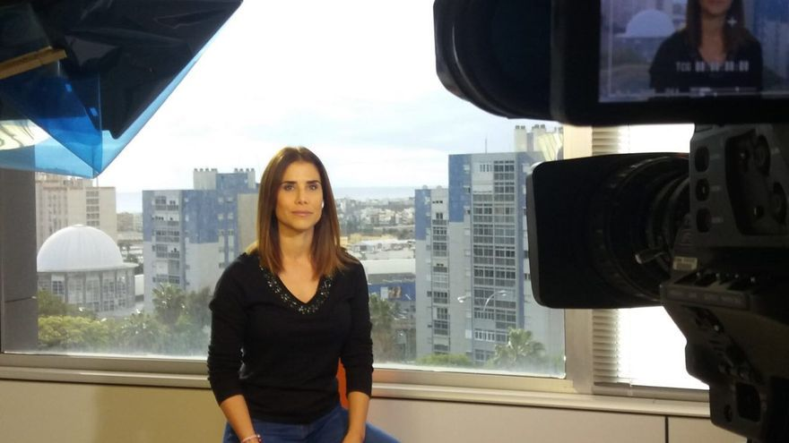 Nayra Santana, presentadora de TVE en Canarias, vestida de negro
