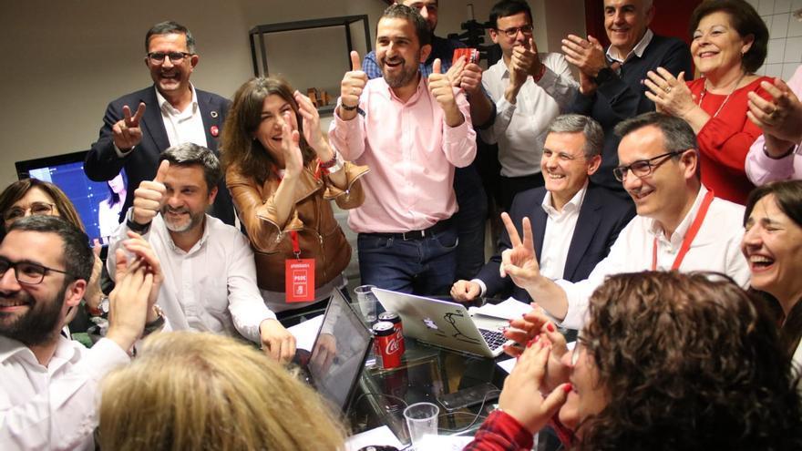 Celebración de la victoria en la sede socialista de Princesa