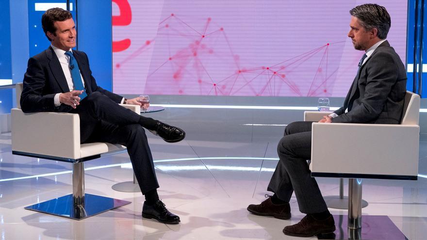 Pablo Casado y Carlos Franganillo en la entrevista para TVE