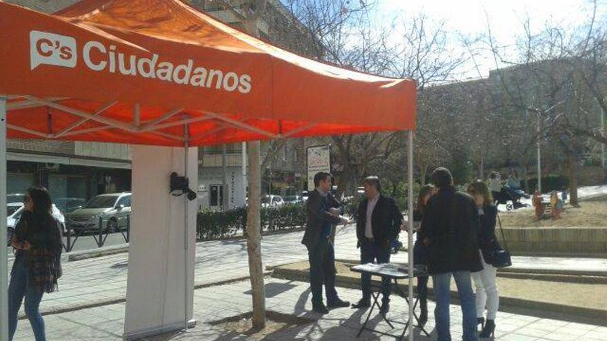 Carpa de Ciudadanos en Toledo. Foto: C's Toledo.