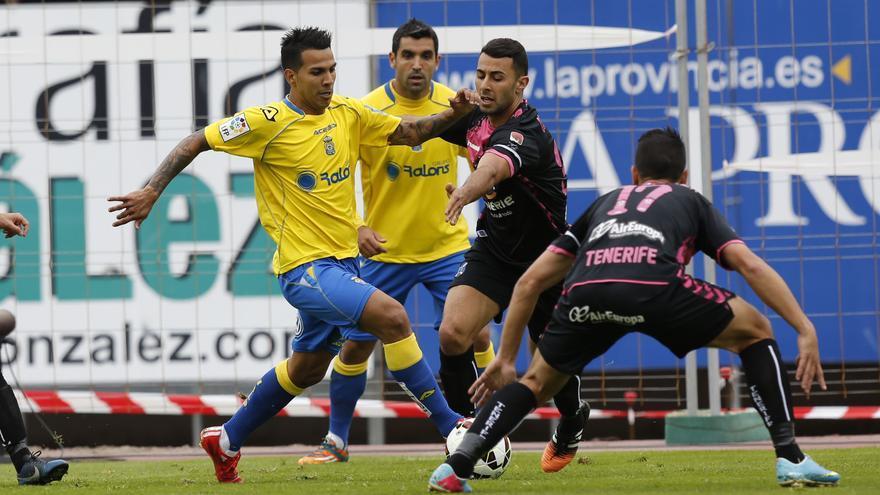 Jonathan Viera y Culio en el partido de liga ante el CD Tenerife. FOTO: www.udlaspalmas.es