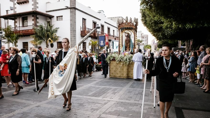 Procesión de la imagen de la Virgen de Los Remedios.