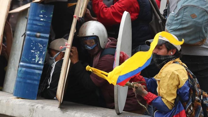 Más de cien vuelos cancelados en la capital ecuatoriana por las protestas